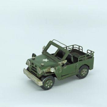 Miniatura de Carro Militar de Ferro